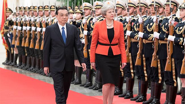李克强同英国首相特雷莎·梅举行中英总理年度会晤 会谈后共同会见记者