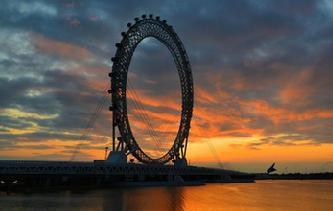 世界最大無軸式摩天輪正式投用