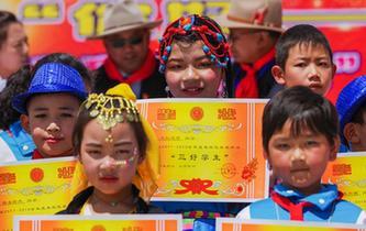 """西藏日喀則:歡樂過""""六一"""""""