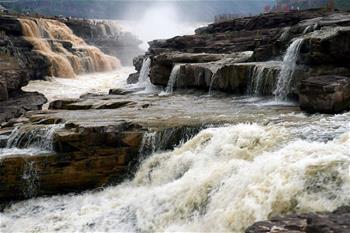 黃河壺口瀑布現半清半濁景觀