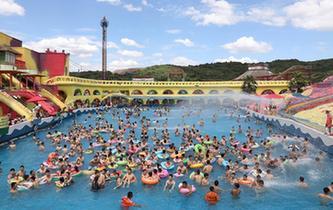 重慶:水上樂園享清涼