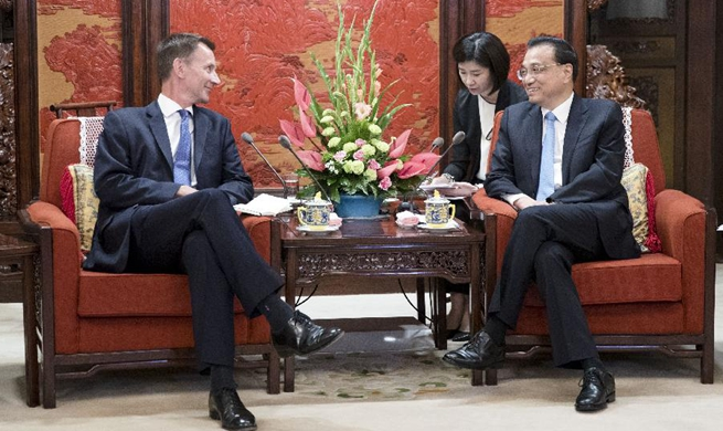 Chinese premier meets British foreign secretary