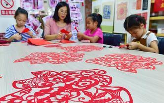 河北石家莊:暑期兒童學手工