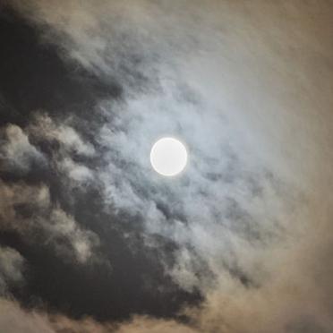 云端观月念亲人