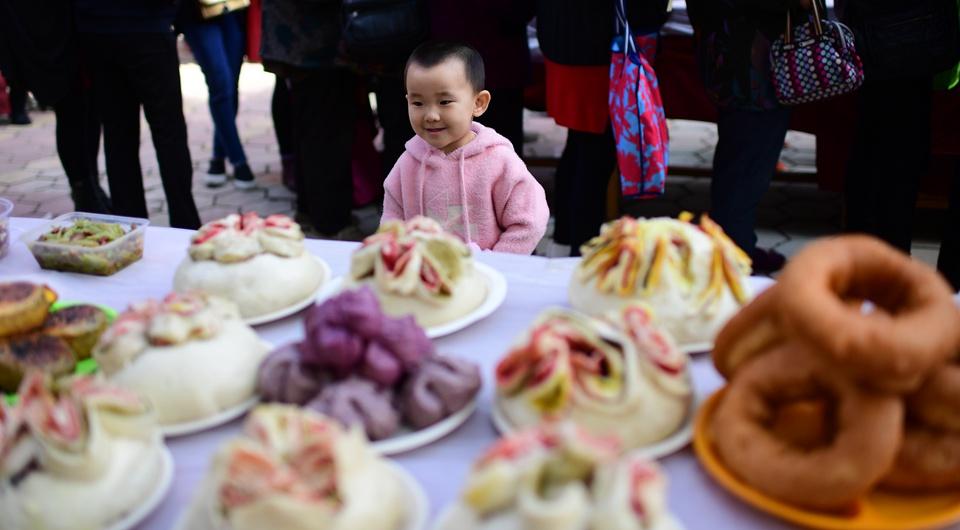 西宁:百家宴 迎中秋