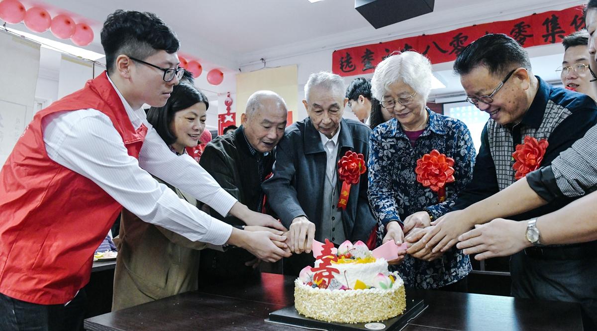 浙江慈溪:耄耋老人共度集体生日迎重阳