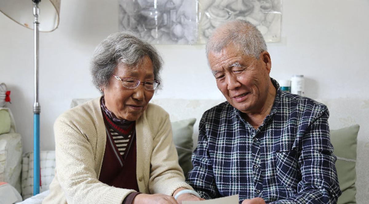 """古稀老人重阳节""""撒糖"""":和你一起变老"""