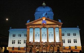 瑞士伯爾尼聯邦廣場上演燈光秀