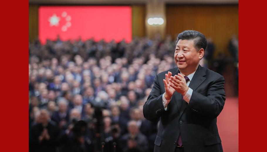 习近平鼓掌向受表彰人员表示祝贺