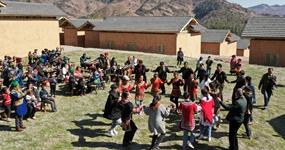 大涼山:彝族群眾熱鬧搬新居
