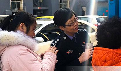 """【代表委员的""""手机相册""""】杨蓉和社区居民的""""指尖""""对话"""