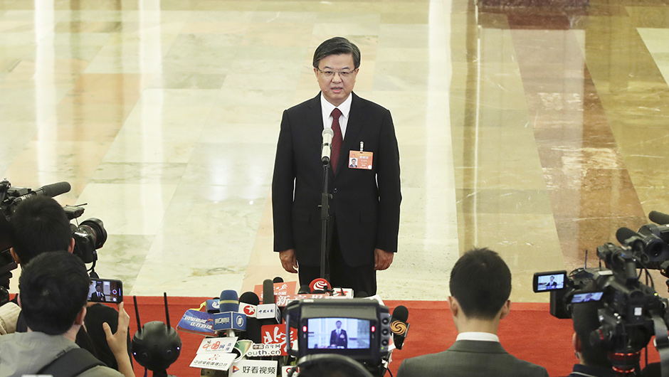 海關總署署長倪岳峰接受採訪