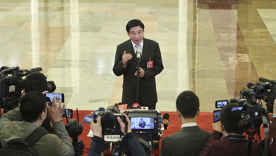 工業和信息化部部長苗圩接受採訪