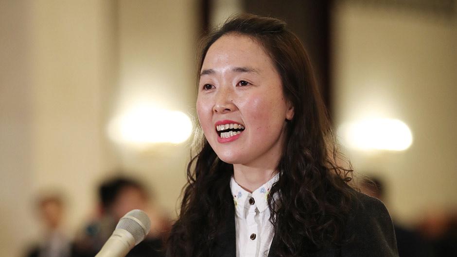 全國人大代表梁倩娟接受採訪