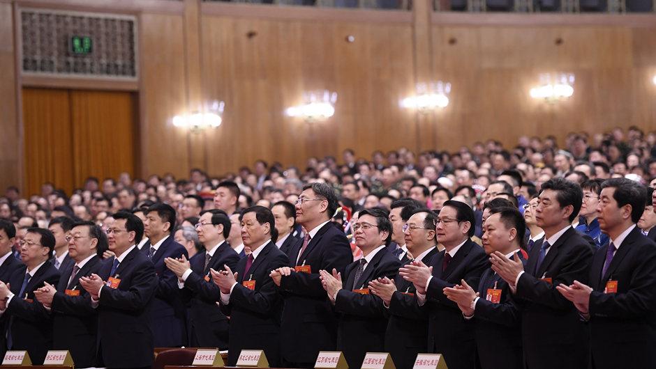 十三屆全國人大二次會議舉行第三次全體會議