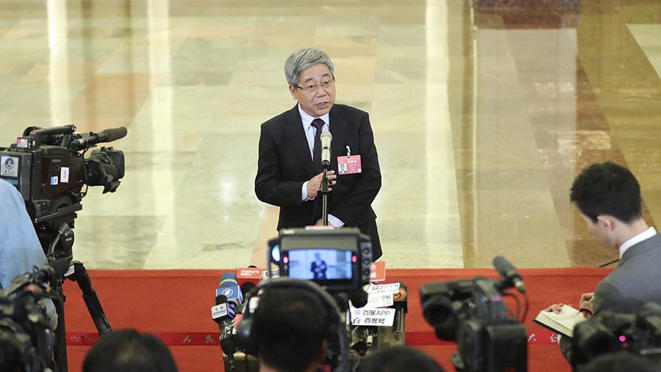 教育部部長陳寶生接受採訪