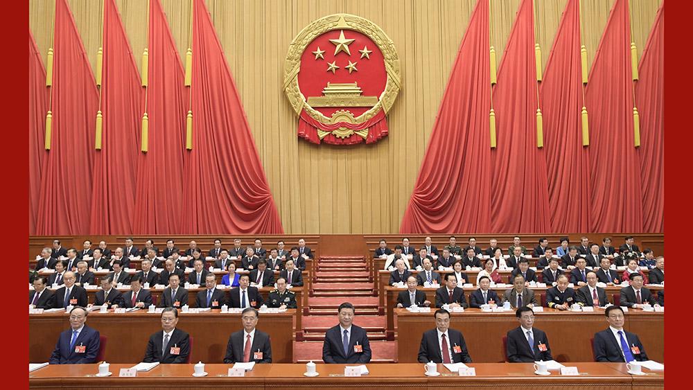 习近平出席十三届全国人大二次会议开幕会