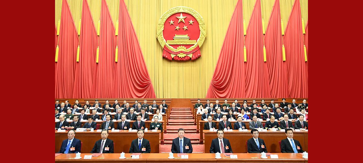 (Deux Sessions) L'organe législatif national chinois tient la réunion de clôture de sa session annuelle