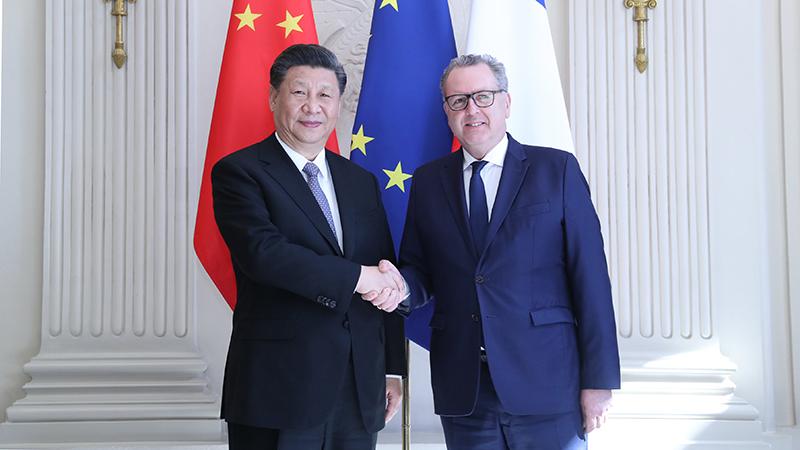 习近平会见法国国民议会议长费朗