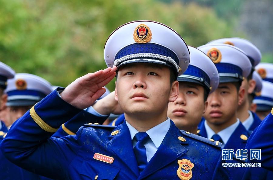 福建:公祭消防英烈
