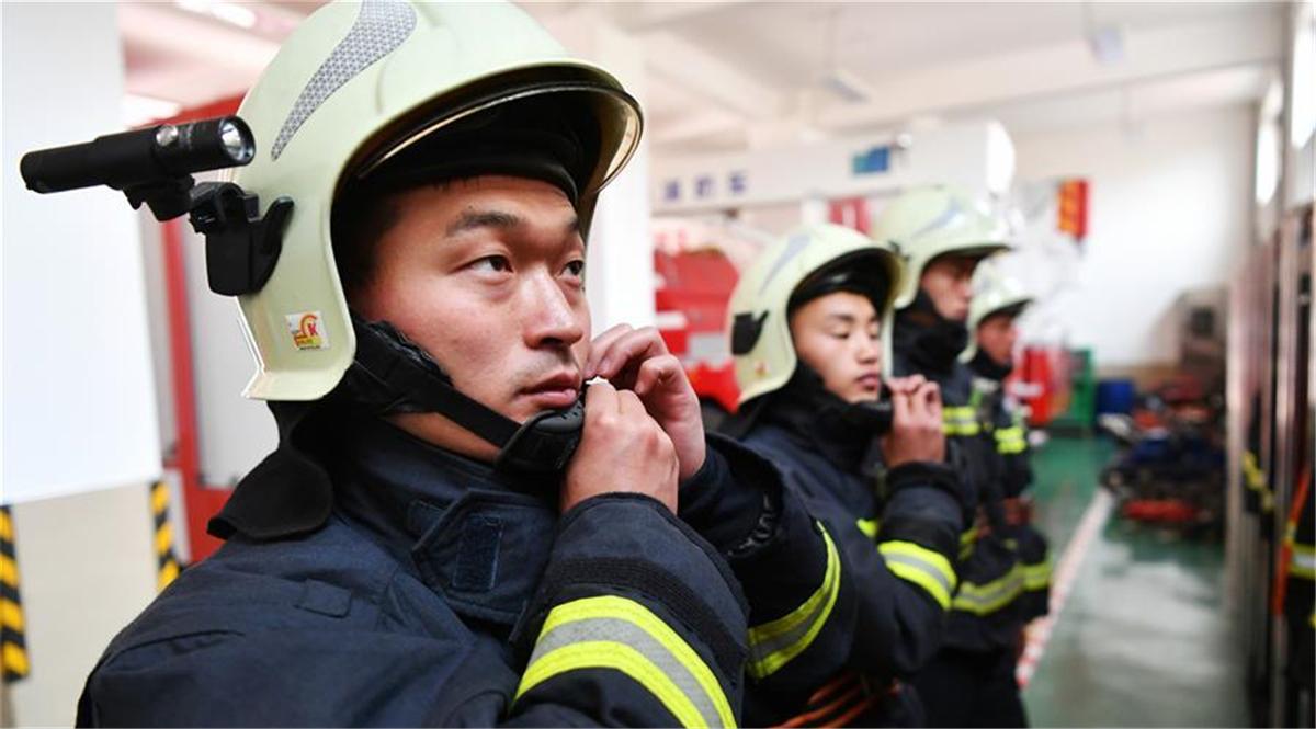 """消防""""铁汉""""李志亮的百炼青春"""