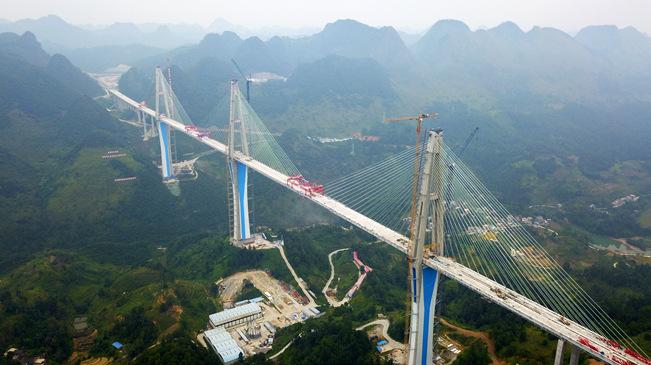 贵州平塘特大桥成功合龙