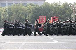 陆军方队: 队员均来自一线作战部队