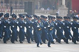 空军方队:黄继光生前所在部队接受检阅