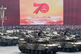 轻型装甲方队:15式轻型坦克首次亮相国庆阅兵