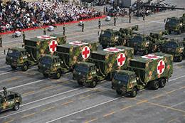 """抢修抢救方队:战斗员和装备的""""移动医院"""""""