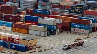 海关总署:去年我国贸易顺差2.92万亿