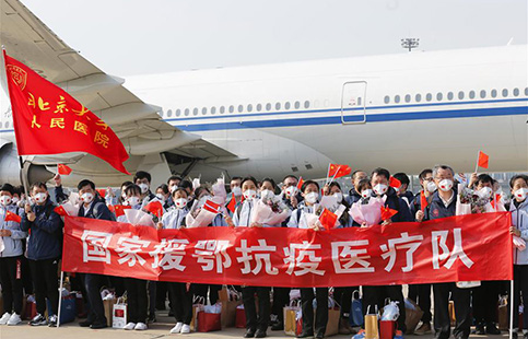 Medical workers return to Beijing after aiding Hubei in fight against COVID-19