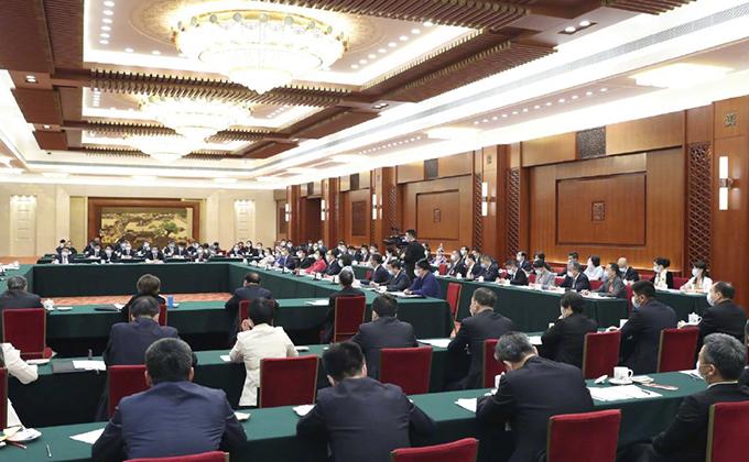 出席十三届全国人大三次会议的代表团分组审议政府工作报告,来看审议现场