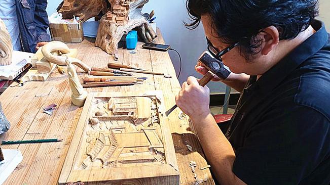 屈原故里的木雕匠人