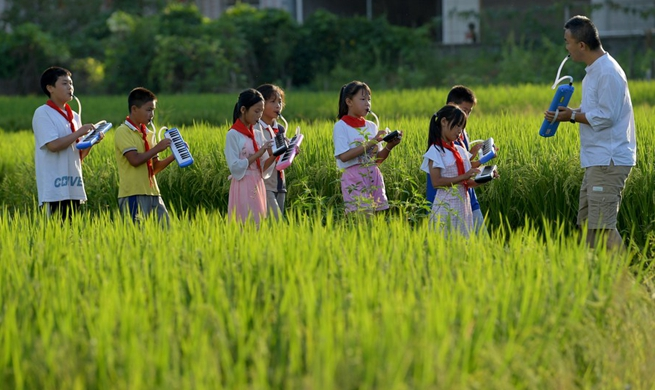 Xinhua Headlines: Melodica opens door of music world for rural children