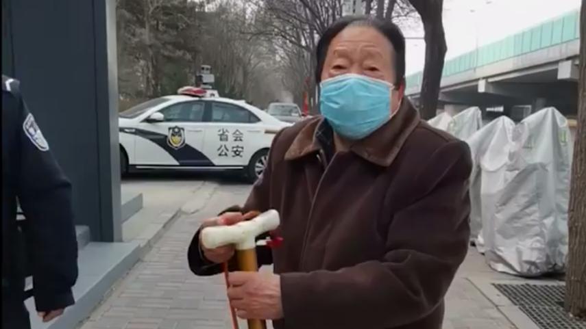 社區封閉,76歲的他為什麼要出來
