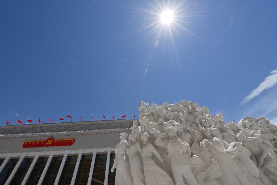 """新华社评论员:在""""两个结合""""中继续推进马克思主义中国化"""