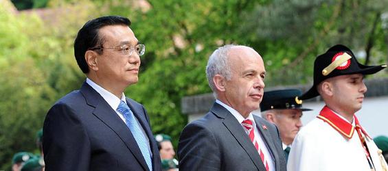 Chinese premier attends welcome ceremony held by Swiss president