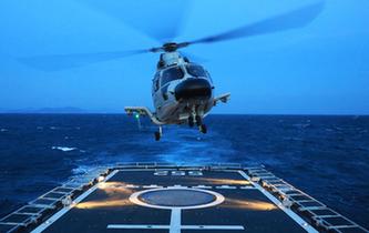 近距離感受海軍跨晝夜艦機協同訓練