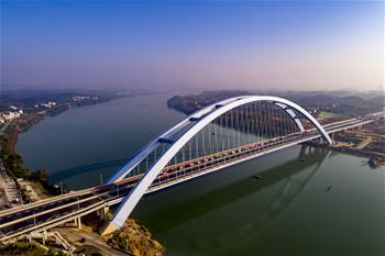 廣西柳州官塘大橋建成通車