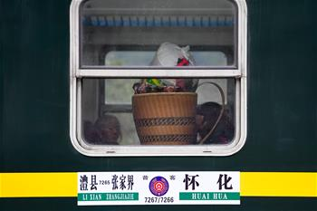 """山鄉""""慢火車""""搭起""""連心橋"""""""