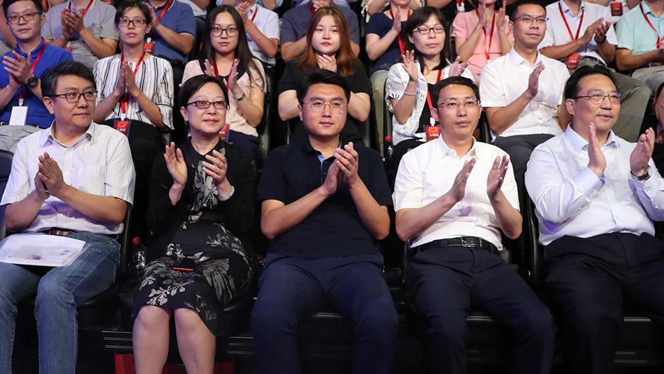 嘉賓演講贏得現場觀眾陣陣掌聲