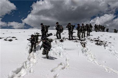 剑指陌生雪域——西藏军区某特战旅开展高寒雪山拉练