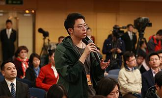 北京青年報記者提問