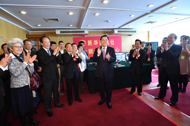 張德江看望參加人大會議報道的新聞工作者