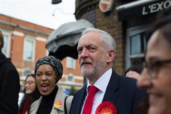 英國工黨領導人科爾賓為大選投票