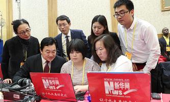 新華網直播團隊在見面會現場直播