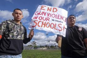 美國學生集會抗議槍擊暴力