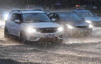 強降雨來襲 廣東多地暴雨預警