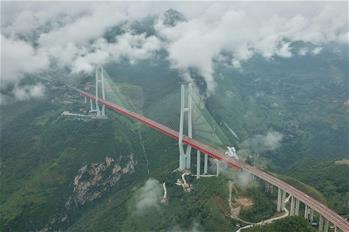 雲端俯瞰北盤江大橋